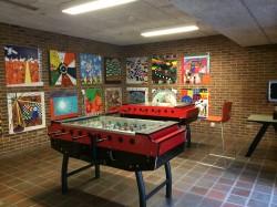 Taani kool on sotsiaalelu kese. Söögivahetunnil keeratakse muusika kohviku juures põhja, mängitakse pingpongi ja teisi lauamänge. Õpilased ei ole nii stressis ja väsinud kui Eestis.