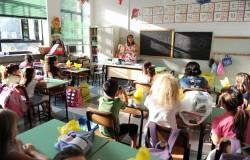 Itaalia kool on iga aastaga aina mitmekultuurilisem. Suurimad etnilised rühmad on albaanlased, marokolased,    rumeenlased ja hiinlased. Sisserännanute lapsi, kelle keeleoskus ei vasta klassi tasemele, aitavad klassis abiõpetajad. Fotod: nädalaleht Corriere Italiano