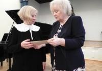 Proua Svea Pillau ja õpetaja Anne Kruuse FOTO: KOSE GÜMNAASIUM