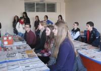 Eesti õpilaste esindus Türgi konverentsil kunstitöötoas.