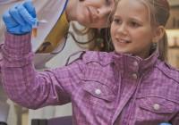 Miks.ee teaduspäeval said noored ise oma käega teadust katsuda.  Foto: Maanus Kullamaa