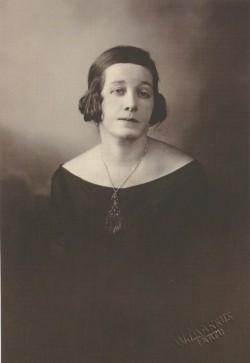 Marie Under 1925. aastal Tartus